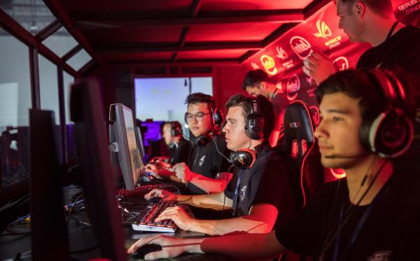 ROG Masters 2017 - CS:GO team Grayhound advances to Grand Finals